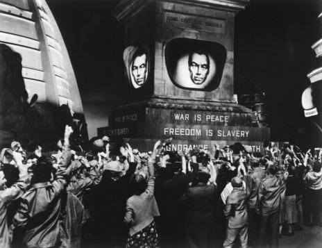 Le monde est dirigé par un dictateur représenté par la figure télévisuelle de Big Brother.