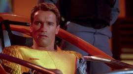 """""""La boucherie ! La boucherie !"""" La télévision manipule les foules en les gavant de programmes ultraviolents. Réalisé par Starsky de Starsky et Hutch."""